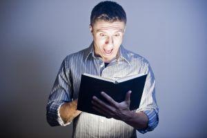 Este pacat sa citesti Biblia in baie?