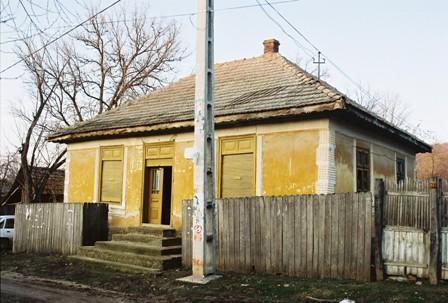 Casa de rugaciune din localitatea in care s-a nascut Dumitru Cornilescu in paragina