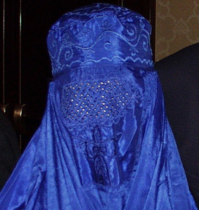 Purtarea valului islamic in public interzis in Franta